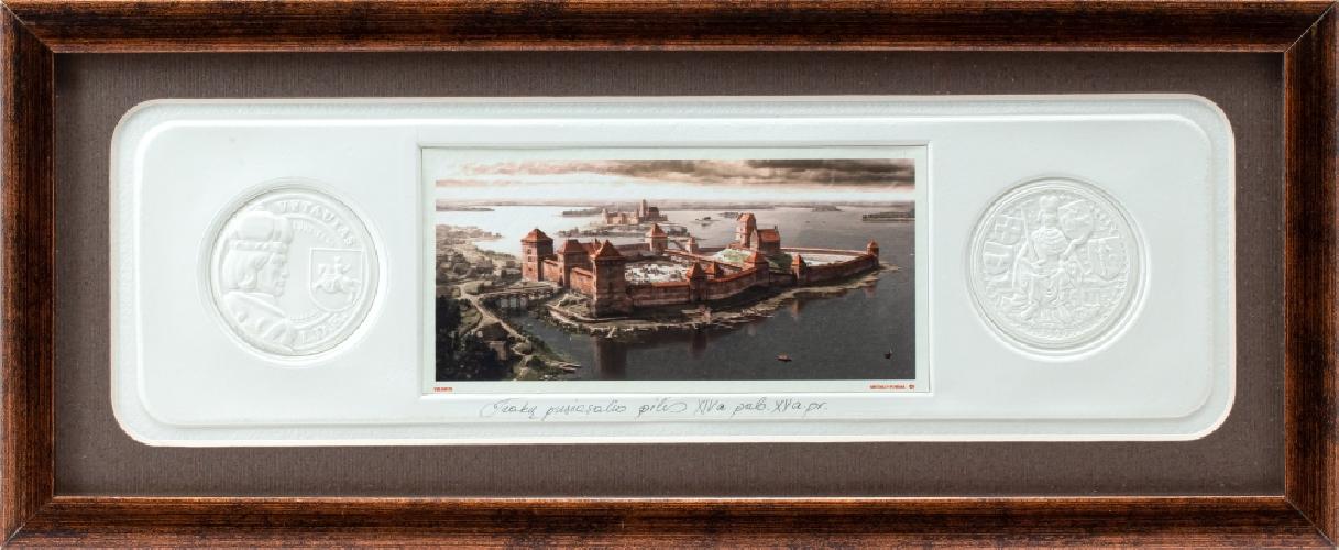 """Grafikos paveikslas """"Trakų pusiasalio pilis, XIVa. pab. XVa. pr."""" su monetomis"""